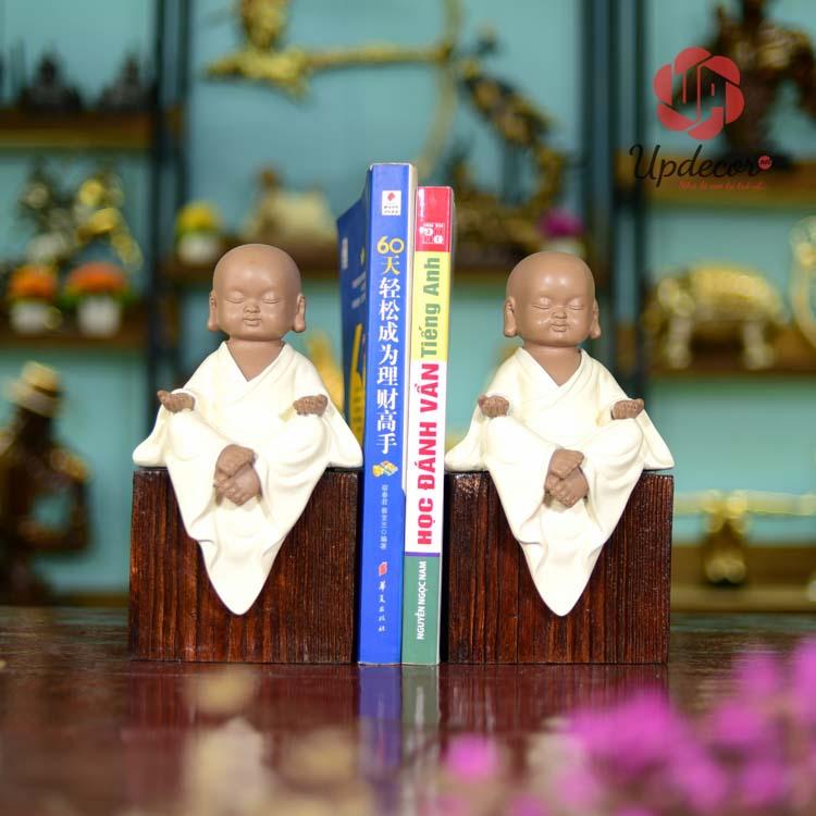 Chặn sách đẹp tượng chú tiểu mang hơi thở của phật giáo