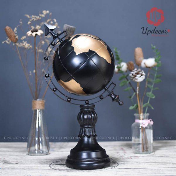 Quả địa cầu màu đen được thiết kế rất tinh tế và cá tính