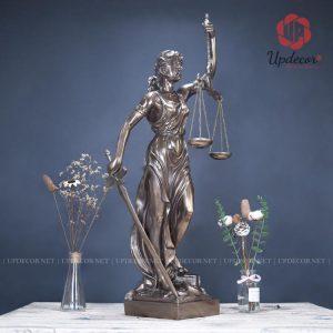 tượng nữ thần công lý là hình ảnh biểu tượng cho nghề tư pháp