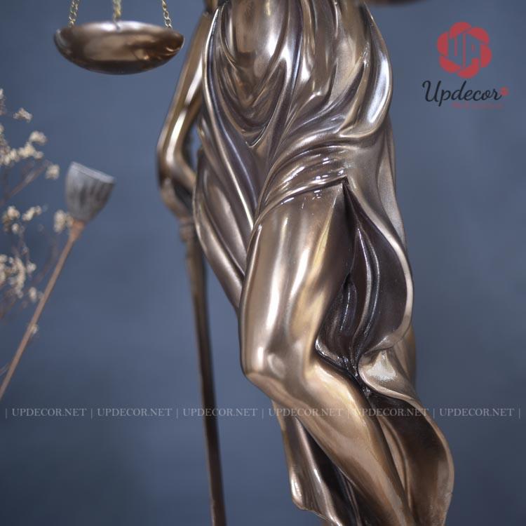 Sự tinh tế của sản phẩm kết hợp với màu sơn đồng cao cấp càng tôn thêm vẻ đẹp hấp dẫn này