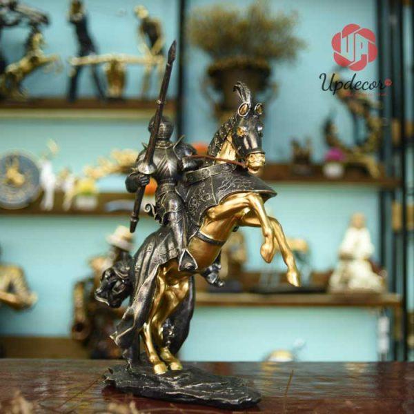 Hình ảnh chiến binh La Mã cưỡi ngựa bao hàm nhiều ý nghĩa nhân văn lớn lao và sâu sắc