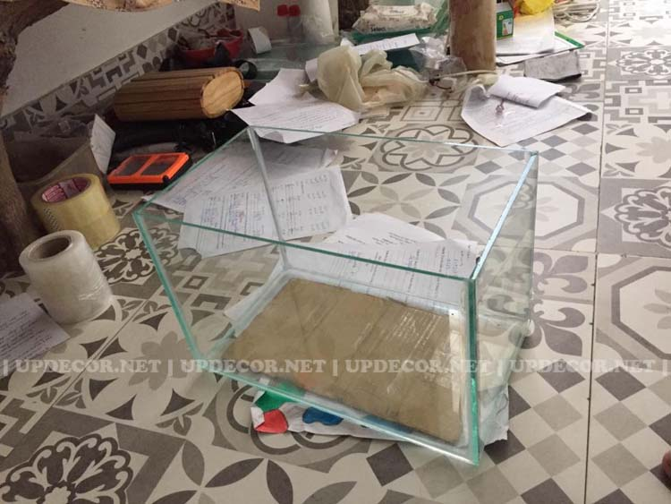 Đây chính là phần bể kính bên trong mô hình tivi gỗ này