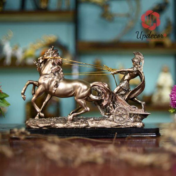 Tượng chiến binh La Mã chính là Đồ decor bàn làm việc