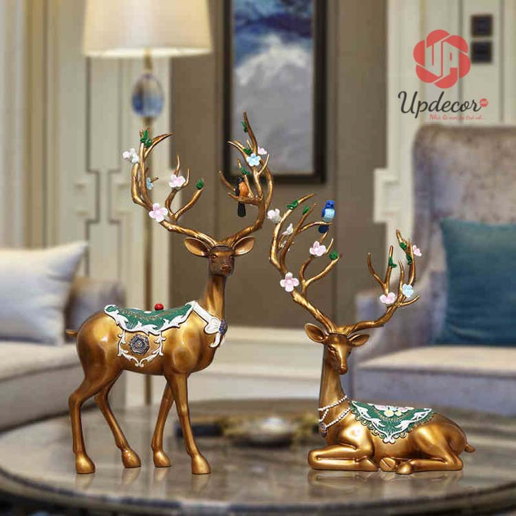 Tượng hươu trang trí mang tài lộc và không khí vui như tết đến các thành viên trong gia đình