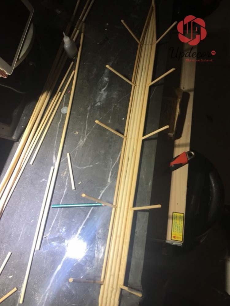 Đầu tiên là làm bộ khung sườn của mô hình thuyền buồm