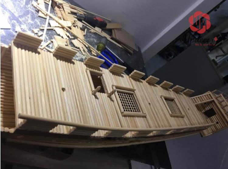 Phần ghe thuyền được gắn kết vào thân thuyền rất chắc chắn