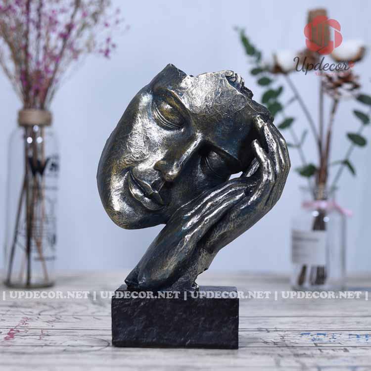 Tượng mặt người An Nhiên được làm từ hợp chất composite cho độ bền vĩnh viễn