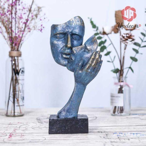 Biểu tượng tình yêu vĩnh cửu là một bức tượng làm từ đá composite cao cấp