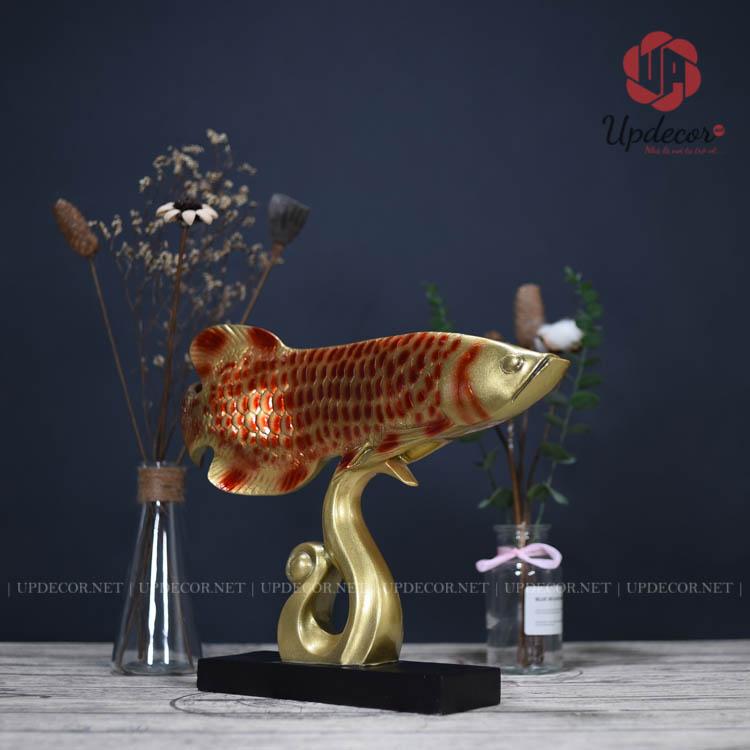 Tượng cá rồng phong thủy màu đỏ huyết rất tinh xảo và sống động