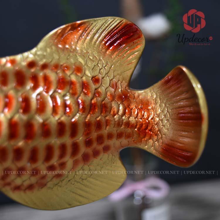 Phần đuôi cá và vây được tạo hình rất chi tiết và hài hòa