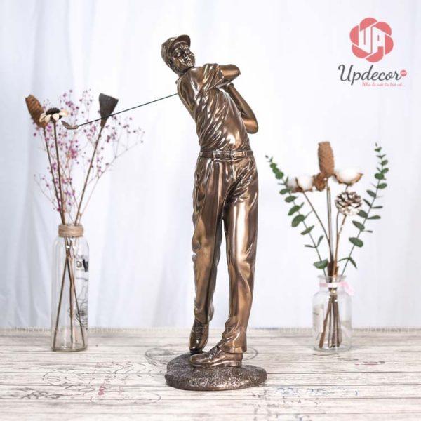 Bức tượng trang trí phòng khách nam đánh golf Cao 53 x 31 x 20 Cm
