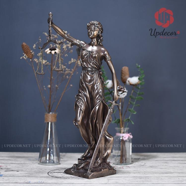 Tượng nữ thần công lý cao 46 Cm rất phù hợp để bàn làm việc