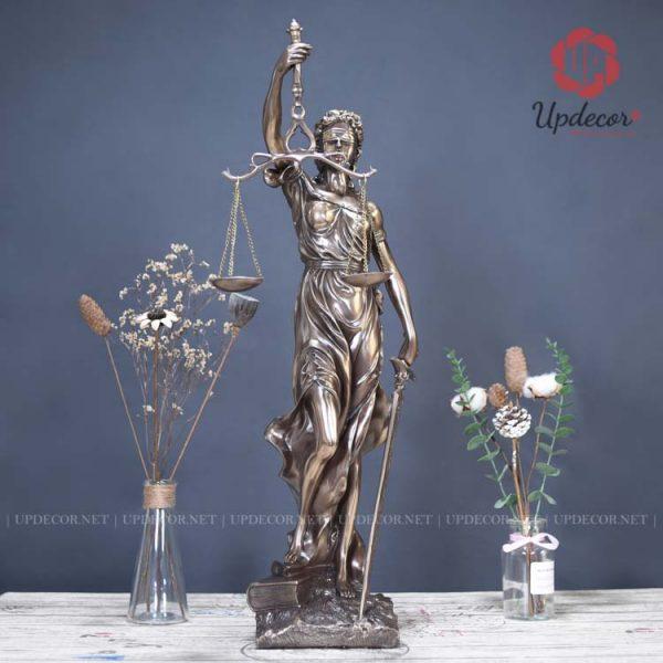 Nét đẹp nữ tính của nữ thần công lý thời hiện đại