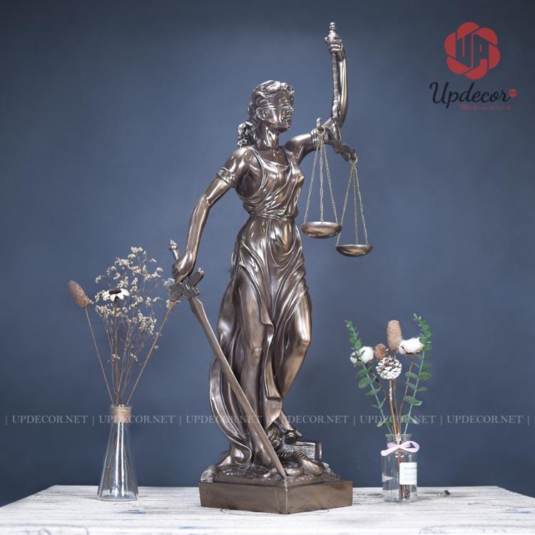 Tượng nữ thần công lý cao 92 Cm rất phù hợp để trưng bày tại phòng họp và hội đồng của tòa án tối cao