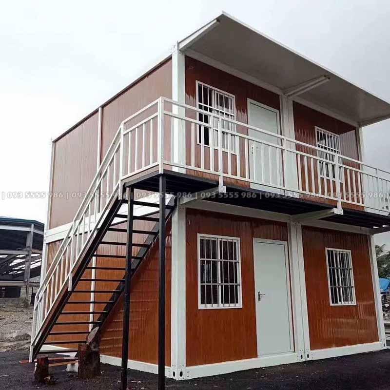 Nếu bạn thích diện thích của ngôi nhà tương đương với công 40 feet nhưng nhất thiết phải là một ngôi nhà 2 tầng thì bạn có thể dùng 4 nhà container ghép chồng lên nhau, phần giáp ranh vách ở giữa sẽ bỏ đi