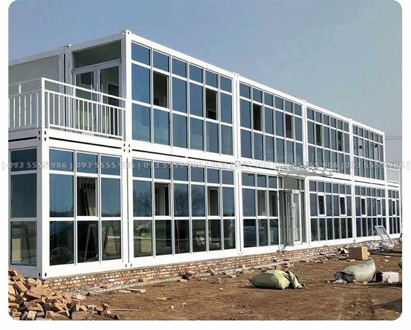 Mẫu nhà container làm bằng vách kính sẽ rất phù hợp với nhà văn phòng hoặc làm theo kiểu nhà homestay đều rất phù hợp