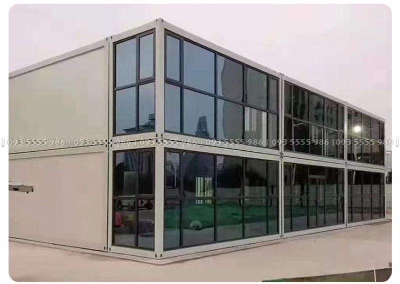Việc làm nhà container cực kỳ đơn giản, chỉ cần một mặt bằng bê tông chuẩn, chúng ta chỉ việc đặt một ngôi nhà lên là xong