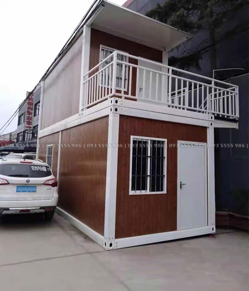 Hoặc bà con cần sự đơn giản nhưng tầng 2 cần có sân chơi thì có thể bố trí một ngôi nhà container kiểu này