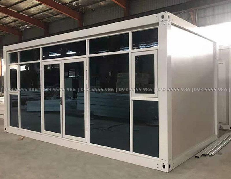 Nếu quý khách muốn biến hóa vách nhà container thành một vách kính sang trọng thì điều đó quá đơn giản với chúng tôi
