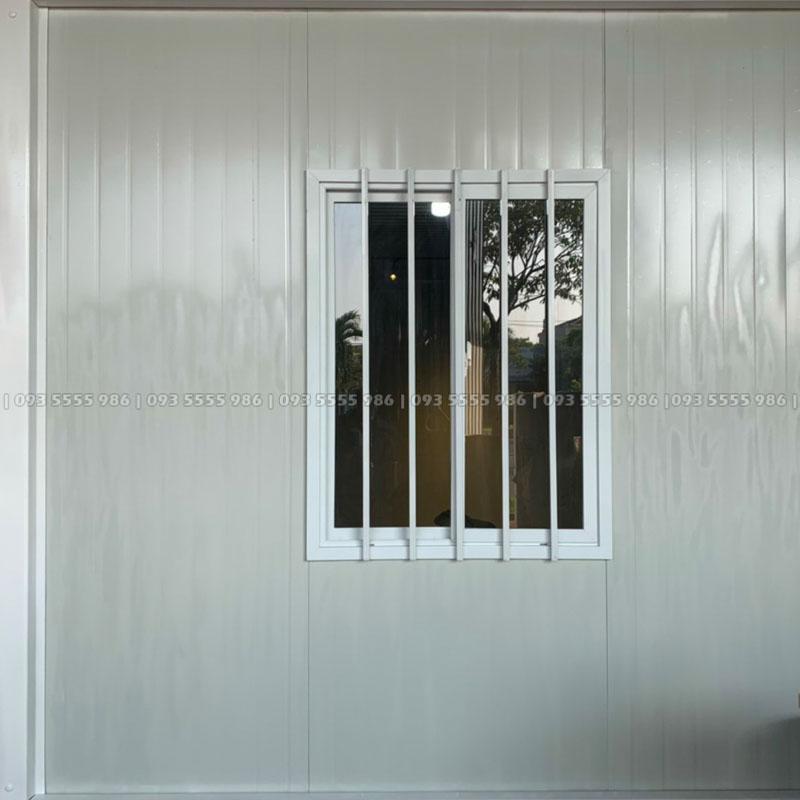 Hình ảnh của một cửa sổ khác cũng tương tự như cửa sổ trên với kích thước 925 x 1200 mm