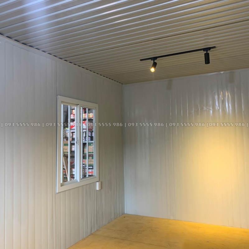 Hình ảnh bên trong của nhà container trông rất đẹp và tinh tế, chỉ cần thêm vài món đồ trang trí decor là căn phòng sẽ trở nên cực kỳ lộng lẫy