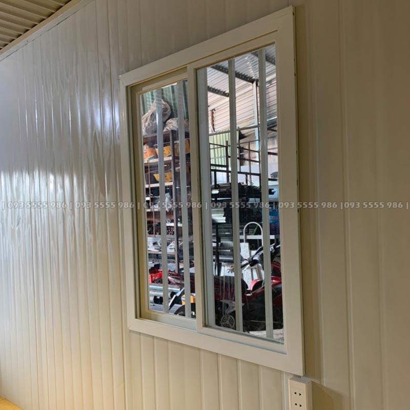Cửa sổ được thiết kế theo dạng cửa trượt, chống nước mưa hắt vào cực kỳ hiệu quả mà không chiếm nhiều không gian sử dụng