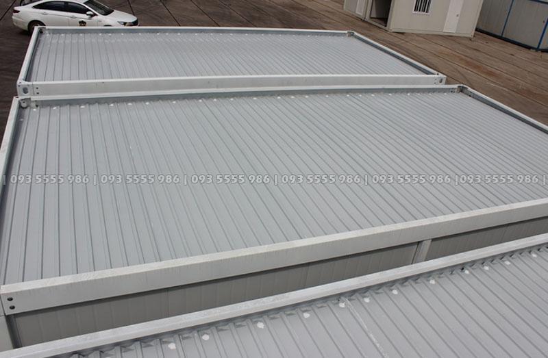 Hình ảnh phía trên mái nhà được làm bằng tôn chống nóng