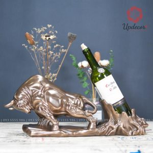 Giá để đựng rượu vang đẹp chính là một sản phẩm cực kỳ hữu ích để đựng rượu và là món đồ decor trang trí cho không gian những buổi party vui vẻ
