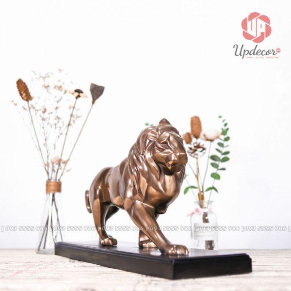 Tượng sư tử có ý nghĩa biểu trưng cho sức mạnh, bảo vệ gia chủ, ý chí vươn lên đỉnh cao của sự nghiệp